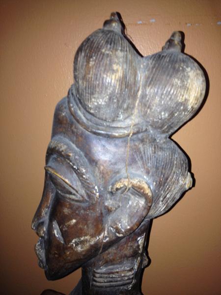 "[E12] Baule ""blolo bla"" (spirit wife carving)"